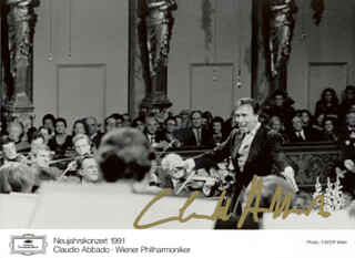 Autographs: CLAUDIO ABBADO - PRINTED PHOTOGRAPH SIGNED IN INK