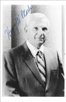 Autographs: HENRY W. BLOCH - PHOTOGRAPH SIGNED