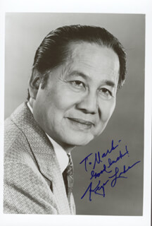KEYE LUKE - AUTOGRAPHED INSCRIBED PHOTOGRAPH