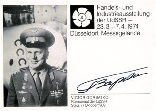 Autographs: MAJOR GENERAL VIKTOR V. GORBATKO - PHOTOGRAPH SIGNED