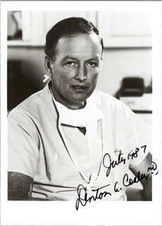 DR. DENTON A. COOLEY - AUTOGRAPHED SIGNED PHOTOGRAPH 7/1987