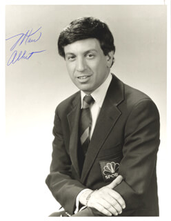Autographs: MARV ALBERT - PHOTOGRAPH SIGNED