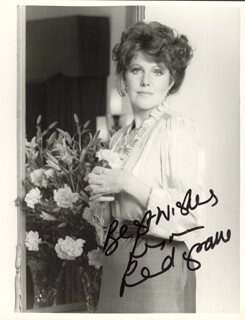 LYNN REDGRAVE - AUTOGRAPHED SIGNED PHOTOGRAPH