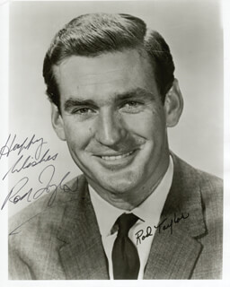 ROD TAYLOR - AUTOGRAPHED SIGNED PHOTOGRAPH