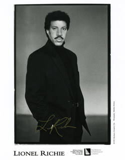 LIONEL RICHIE - PRINTED PHOTOGRAPH SIGNED IN INK