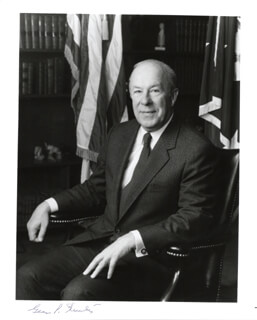 Autographs: GEORGE P. SHULTZ - PHOTOGRAPH SIGNED