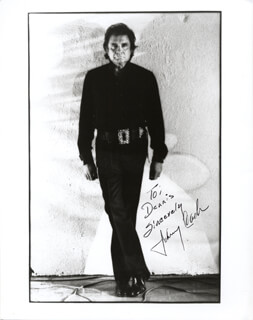 JOHNNY CASH - AUTOGRAPHED INSCRIBED PHOTOGRAPH  - HFSID 216270
