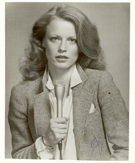 Autographs: SHELLEY HACK - PHOTOGRAPH SIGNED