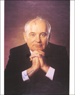 Autographs: PRESIDENT MIKHAIL S. GORBACHEV (RUSSIA) - INSCRIBED PHOTOGRAPH SIGNED