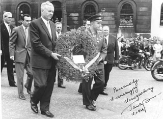 Autographs: COLONEL YURI GAGARIN - PHOTOGRAPH SIGNED 07/15/1961