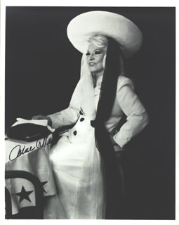 MAE WEST - AUTOGRAPHED SIGNED PHOTOGRAPH