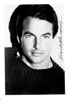 MARK HARMON - AUTOGRAPHED SIGNED PHOTOGRAPH