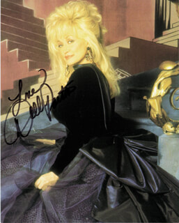 DOLLY PARTON - AUTOGRAPHED SIGNED PHOTOGRAPH