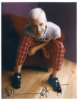 LORI PETTY - AUTOGRAPHED SIGNED PHOTOGRAPH