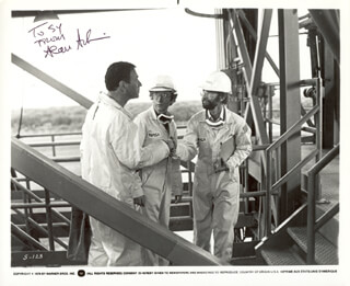 ALAN ARKIN - AUTOGRAPHED INSCRIBED PHOTOGRAPH  - HFSID 225251