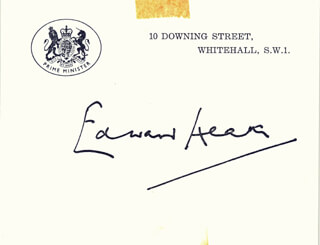 Autographs: PRIME MINISTER EDWARD HEATH (GREAT BRITAIN) - PRINTED CARD SIGNED IN INK