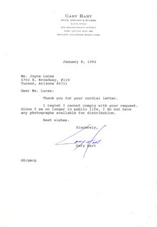 GARY HART - TYPED NOTE SIGNED 01/08/1992