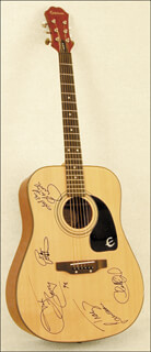 Autographs: GARTH BROOKS - GUITAR SIGNED 1998 CO-SIGNED BY: CHARLIE DANIELS, TRACY LAWRENCE, BRYAN WHITE, JOHN BERRY