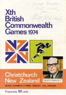 Autographs: PRIME MINISTER KEITH HOLYOAKE (NEW ZEALAND) - INSCRIBED PROGRAM COVER SIGNED
