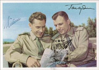 Autographs: COLONEL YURI GAGARIN - PHOTOGRAPH SIGNED CO-SIGNED BY: GENERAL GHERMAN TITOV