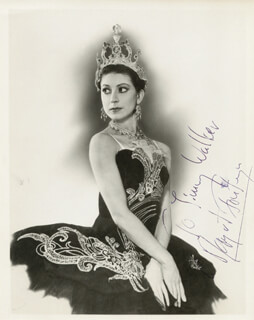 DAME MARGOT FONTEYN - AUTOGRAPHED INSCRIBED PHOTOGRAPH