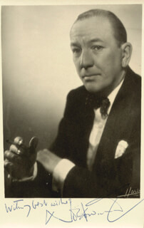 SIR NOEL COWARD - AUTOGRAPHED SIGNED PHOTOGRAPH  - HFSID 252381