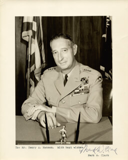 Autographs: GENERAL MARK W. CLARK - TYPED NOTE ON PHOTOGRAPH SIGNED