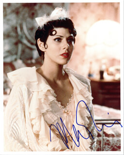 MARISA TOMEI - AUTOGRAPHED SIGNED PHOTOGRAPH