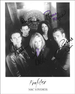 PROFILER TV CAST - AUTOGRAPHED SIGNED PHOTOGRAPH CO-SIGNED BY: ROBERT DAVI, PETER FRECHETTE, ROMA MAFFIA, JULIAN McMAHON, ALLY WALKER