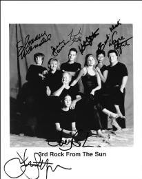 Autographs: 3RD ROCK FROM THE SUN TV CAST - PHOTOGRAPH SIGNED CO-SIGNED BY: JOHN LITHGOW, JANE CURTIN, KRISTEN JOHNSTON, SIMBI KHALI, FRENCH STEWART