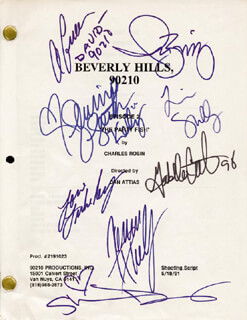 Autographs: BEVERLY HILLS, 90210 TV CAST - SCRIPT SIGNED 1998 CO-SIGNED BY: TORI SPELLING, JASON PRIESTLEY, SHANNEN DOHERTY, JENNIE GARTH, IAN ZIERING, GABRIELLE CARTERIS, BRIAN AUSTIN GREEN, LUKE PERRY