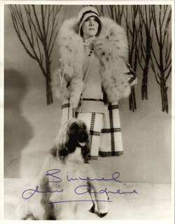 JULIE ANDREWS - AUTOGRAPHED SIGNED PHOTOGRAPH  - HFSID 255784