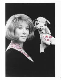 SHARI LEWIS - AUTOGRAPHED INSCRIBED PHOTOGRAPH