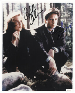 X FILES T.V. CAST - AUTOGRAPHED SIGNED PHOTOGRAPH CO-SIGNED BY: DAVID DUCHOVNY, GILLIAN ANDERSON