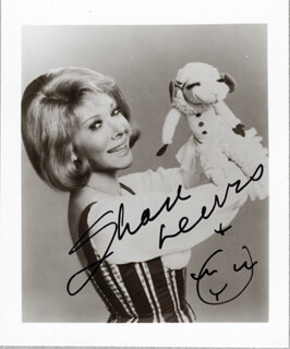 SHARI LEWIS - AUTOGRAPHED SIGNED PHOTOGRAPH