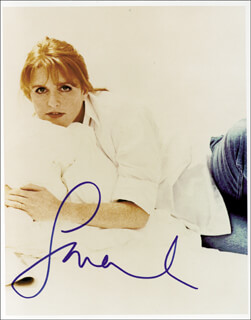 Autographs: SARAH FERGIE (DUCHESS OF YORK) FERGUSON - PHOTOGRAPH SIGNED
