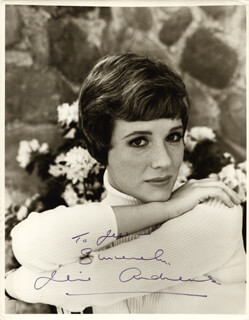 JULIE ANDREWS - AUTOGRAPHED INSCRIBED PHOTOGRAPH  - HFSID 256877