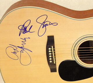 SIMON & GARFUNKEL - GUITAR SIGNED CO-SIGNED BY: ART GARFUNKEL, PAUL SIMON