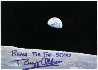 Autographs: COLONEL BUZZ ALDRIN - PICTURE POST CARD SIGNED
