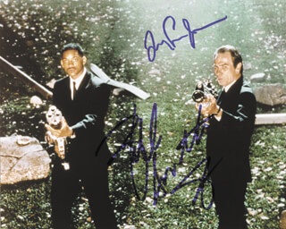 MEN IN BLACK MOVIE CAST - AUTOGRAPHED SIGNED PHOTOGRAPH CO-SIGNED BY: TOMMY LEE JONES, WILL SMITH