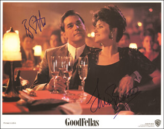 GOODFELLAS MOVIE CAST - LOBBY CARD SIGNED CO-SIGNED BY: RAY LIOTTA, LORRAINE BRACCO - HFSID 257533