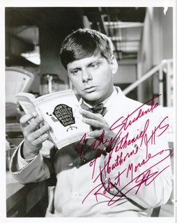 ROBERT MORSE - AUTOGRAPHED INSCRIBED PHOTOGRAPH