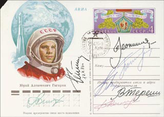 GENERAL GHERMAN TITOV - COMMEMORATIVE COVER SIGNED 12/04/1976 CO-SIGNED BY: MAJOR GENERAL PAVEL POPOVICH, COLONEL BORIS VOLYNOV, MAJOR GENERAL VALERI BYKOVSKY, MAJOR GENERAL ALEXEI LEONOV, MAJOR GENERAL ANATOLIY V. FILIPCHENKO, MAJOR GENERAL VALENTINA TERESHKOVA