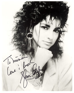 GLORIA ESTEFAN - AUTOGRAPHED INSCRIBED PHOTOGRAPH