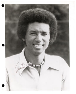 Autographs: ARTHUR ASHE - PHOTOGRAPH SIGNED