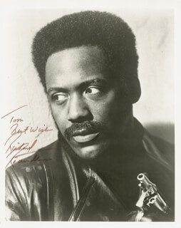 RICHARD ROUNDTREE - AUTOGRAPHED INSCRIBED PHOTOGRAPH