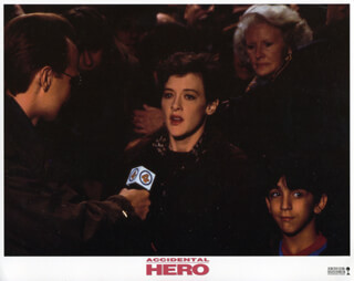 ACCIDENTAL HERO MOVIE CAST - LOBBY CARD UNSIGNED (USA) 1992  - HFSID 259898
