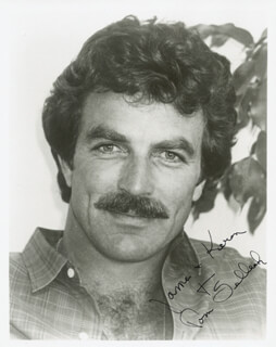 TOM SELLECK - AUTOGRAPHED INSCRIBED PHOTOGRAPH