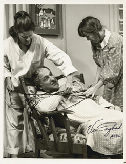 VIC TAYBACK - AUTOGRAPHED SIGNED PHOTOGRAPH