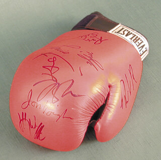 Autographs: ALI MOVIE CAST - BOXING GLOVE SIGNED CO-SIGNED BY: JON VOIGHT, WILL SMITH, RON SILVER, MARIO VAN PEEBLES, JAMIE FOXX